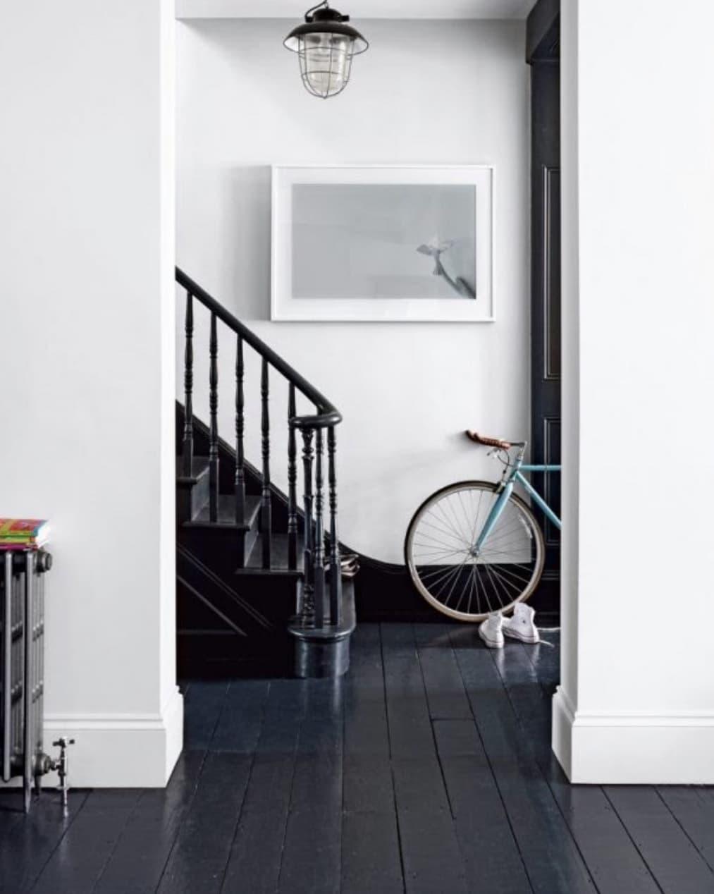 hallwayBlackFloor-2